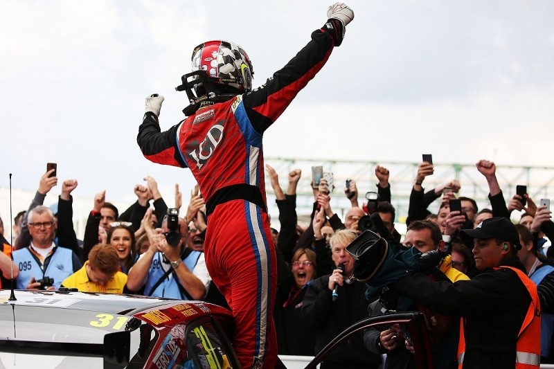 Silverstone BTCC: Goff takes a decisive second career win
