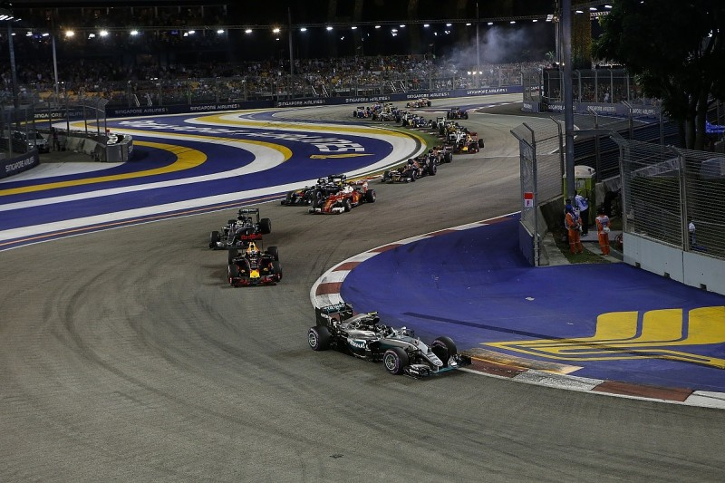 FIA takes action against corner cutting at start of Singapore lap