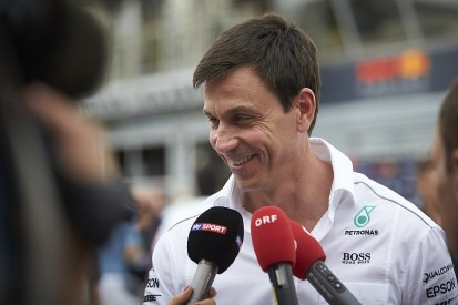 Toto Wolff plays down meeting with Jos Verstappen in F1 paddock at Monza