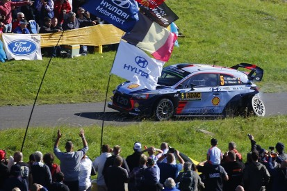 Ogier found Neuville's Germany stoppage 'difficult' and 'strange'