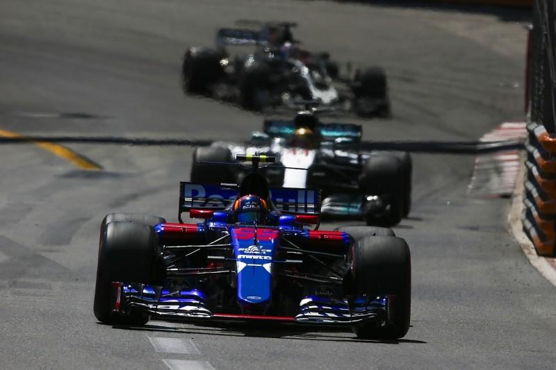 Sainz: F1 needs 'at least half the field' in podium fight
