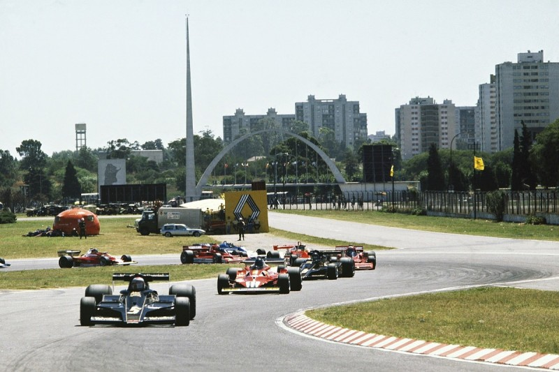 Formula 1 race director Whiting evaluates Buenos Aires circuit
