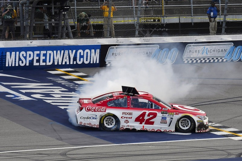 NASCAR Michigan: Larson trumps Truex on restart after late red flag