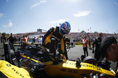 Renault F1 team open to keeping Jolyon Palmer for 2018