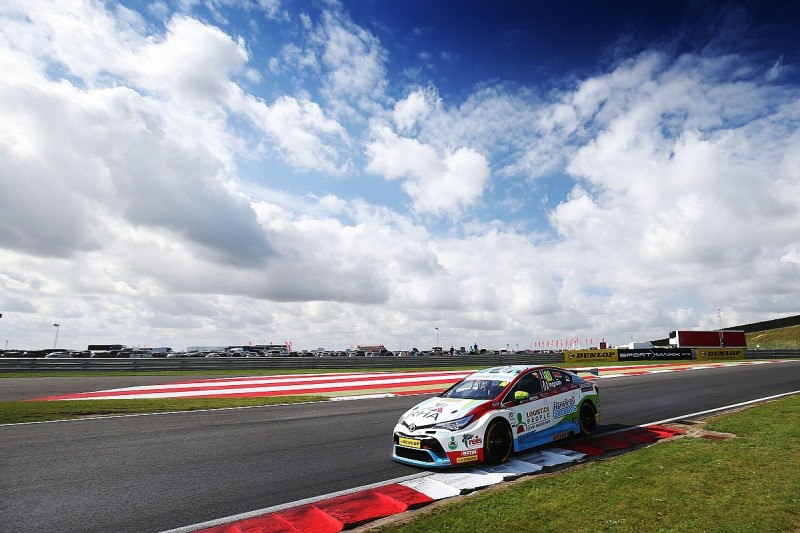 Snetterton BTCC: Tom Ingram and Jack Goff lead practice sessions