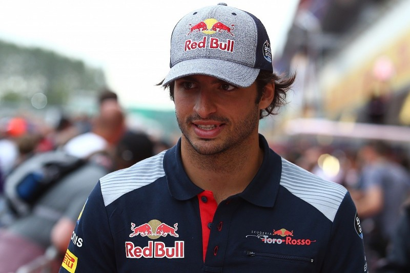 Red Bull would consider offer for Carlos Sainz Jr from F1 rivals