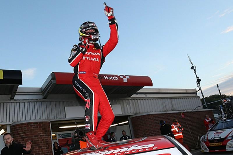 Brands Hatch BTCC: Gordon Shedden champion despite Jason Plato win
