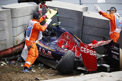 Russian GP FP3 stopped early due to Carlos Sainz Jr crash