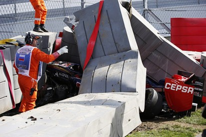 Carlos Sainz Jr airlifted to hospital after Russian GP FP3 crash