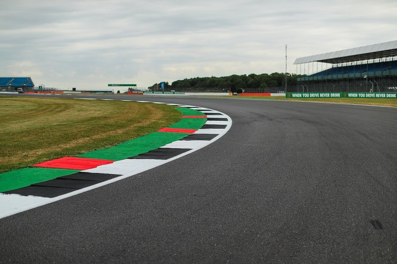 Hamilton says F1 drivers not prepared for Silverstone corner speeds