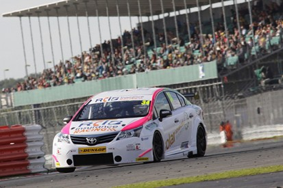 Tony Gilham stays on in Team Hard Toyota for 2015 BTCC finale