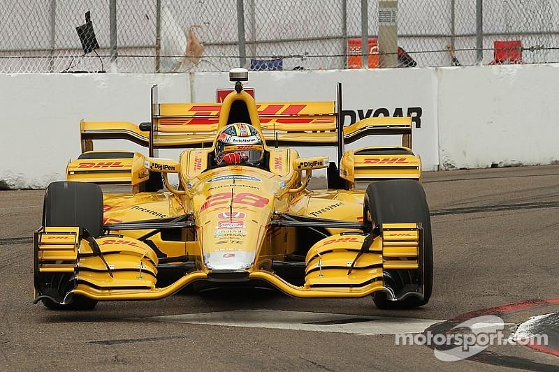 Winglet debris puts IndyCar race under caution one lap in