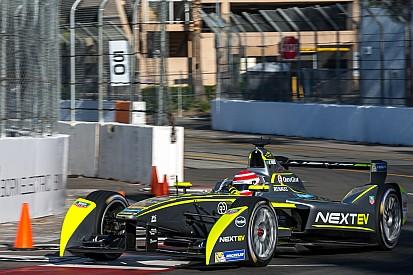 Nelson Piquet Jr. gana en Long Beach