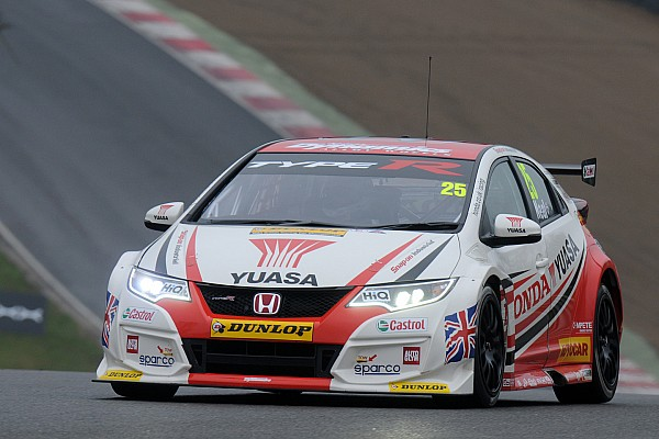 Matt Neal premier leader après Brands Hatch