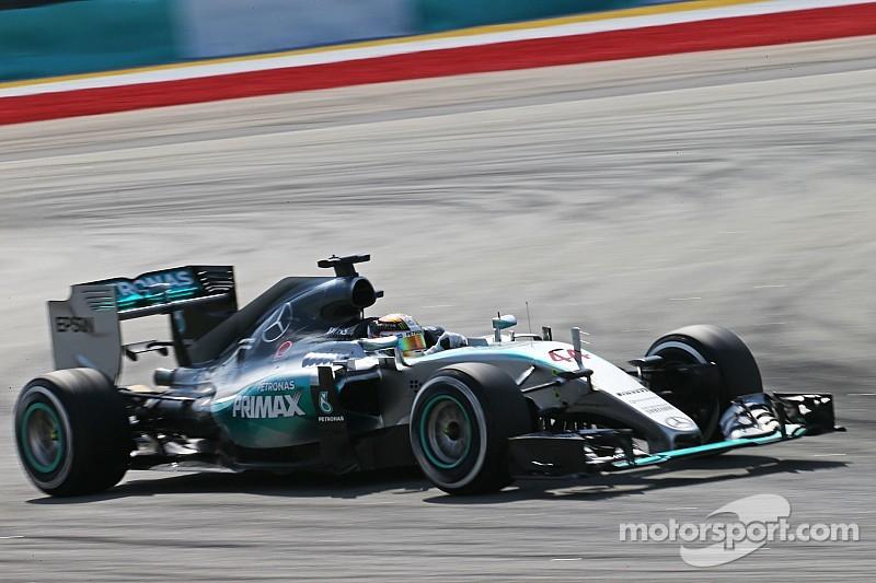 Mercedes domina en la primera práctica de China
