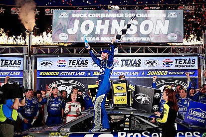 Jimmie Johnson fends off Harvick to win for record fifth time at Texas