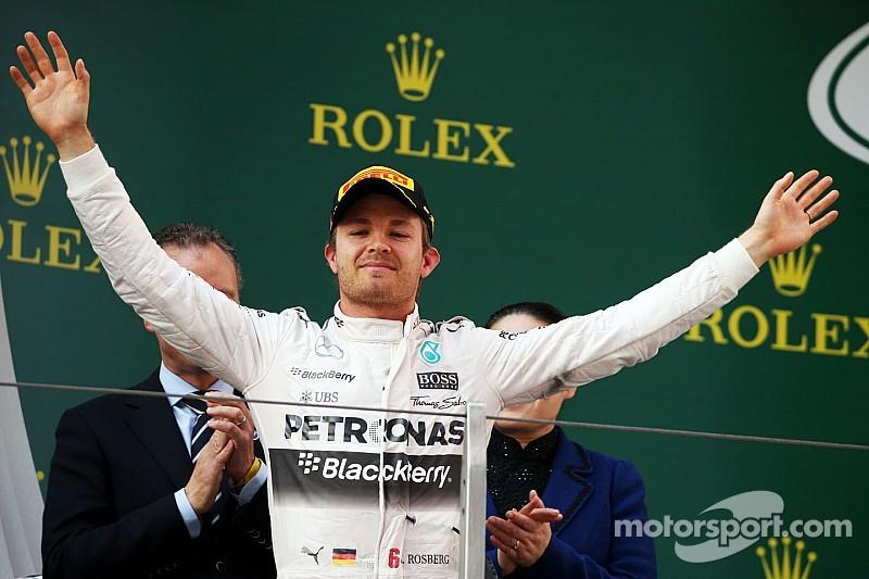 Rosberg se frusta, pero mira hacia adelante