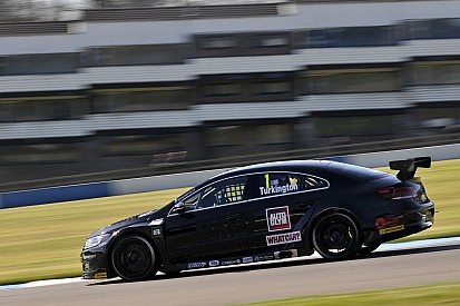 Turkington pips Shedden and Plato to Donington pole