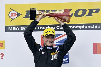 Turkington dominates eventful second Donington race