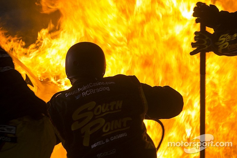 Vidéo - Un stand de NASCAR prend feu à Richmond