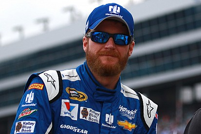 Earnhardt and Stewart tangle at Richmond - video