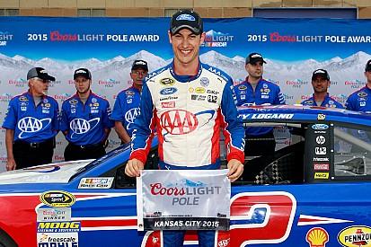 Joey Logano gana la pole position
