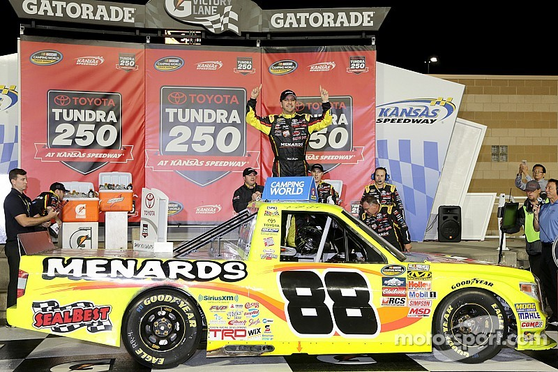 Crafton conserves to win in Kansas