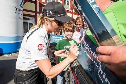 Sabine Schmitz vise le podium sur la Nordschleife