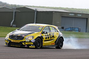BTCC Reporte de la carrera Morgan domina en la última de Thruxton