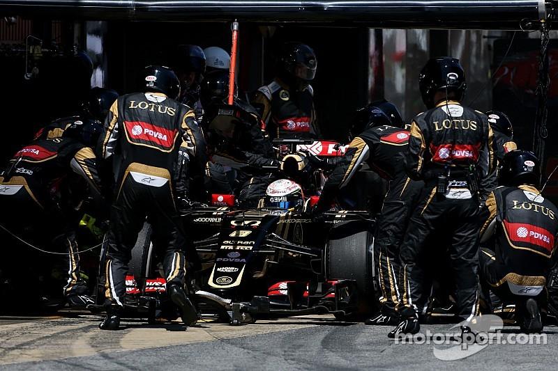 Grosjean golpea a un mecánico en los testículos