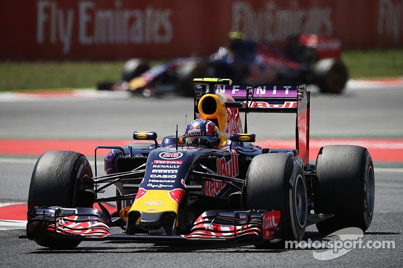 """Horner tells Renault to """"throw caution to the wind"""""""