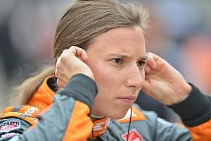 IndyCar Новость Де Сильвестро не пострадала после возгорания машины – видео