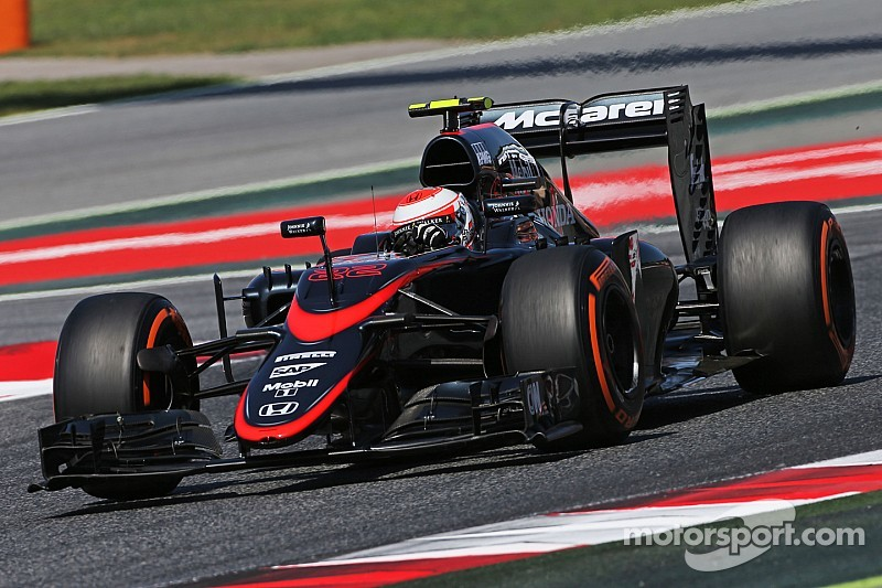 Alonso minimiza los comentarios de Button