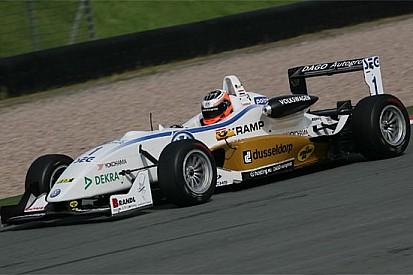 Stef Dusseldorp alla sua prima pole position