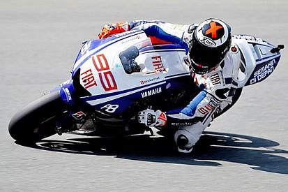 Lorenzo rompe il motore poi centra la pole