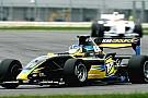 Jack Clarke al top nelle prime libere a Silverstone