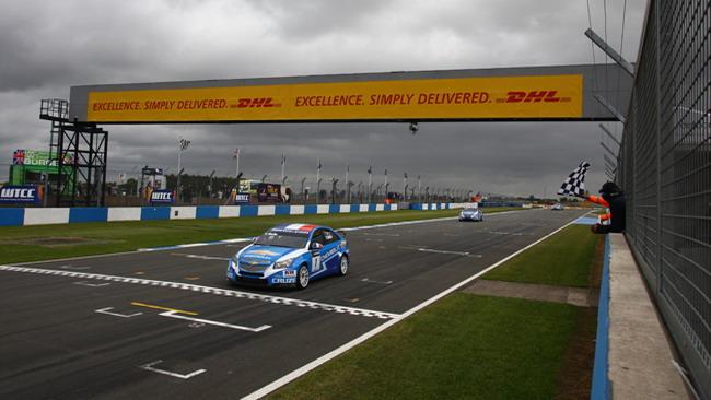 A Muller il corpo a corpo con Huff in gara 2 a Donington