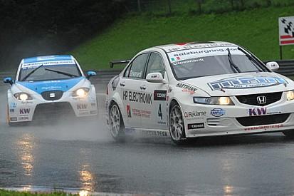 Gara 1: Giovanardi la spunta su Oriola sotto la pioggia