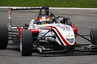 Roberto Merhi vince gara 1 in solitaria