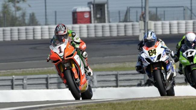 Max Biaggi salta il warm up, ma corre la gara