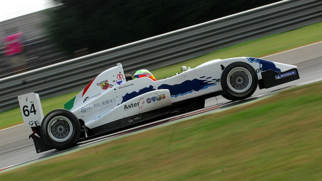 F2000 Light: Pellitteri vince gara 1 in rimonta