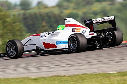 Mirocha stupisce nelle Libere 2 al Nurburgring