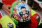 Sul casco di Valentino c'è Gianni Morandi