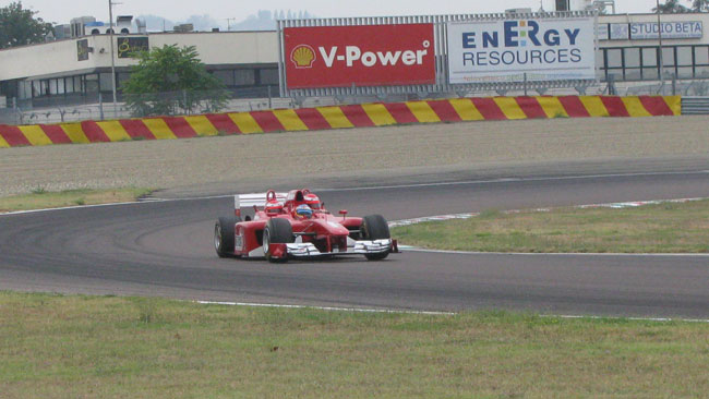 Alonso intanto ha guidato la Ferrari triposto