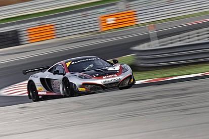 Pole position per la McLaren della Hexis