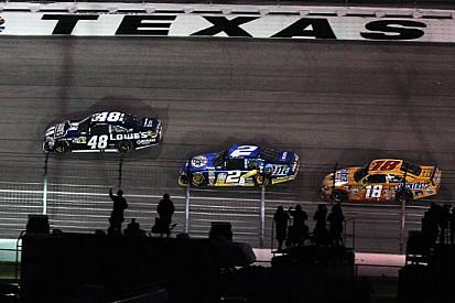 Johnson piega Keselowski al Texas Speedway