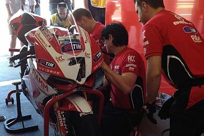 Entrambi a terra i piloti ufficiali Ducati