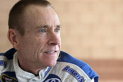 Mark Martin sostituirà Hamlin alla Joe Gibbs Racing