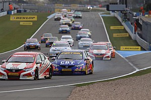 A Donington doppia vittoria Honda, poi la BMW