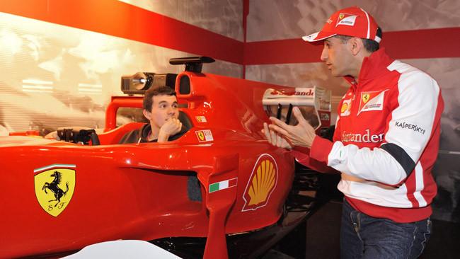 Marc Gené inaugura il Ferrari Store di Las Rozas